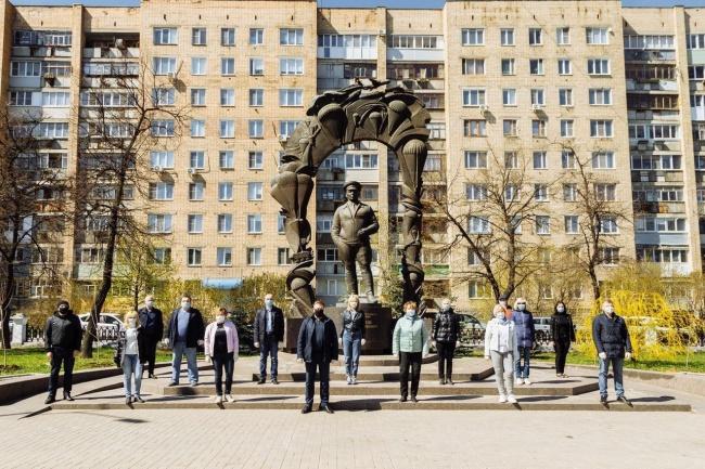 Субботник во время чумы: рязанский губернатор Николай любимов вывел сотрудников на субботник во время пандемии